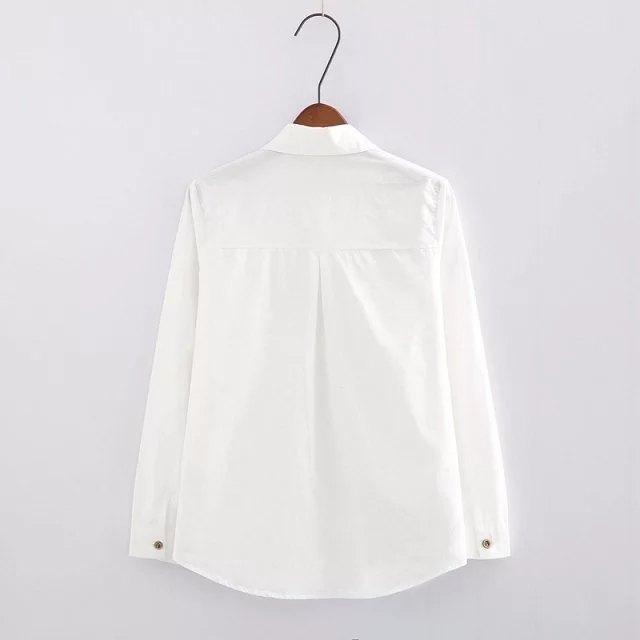 Camisa blanca de conejito y zanahoria 2