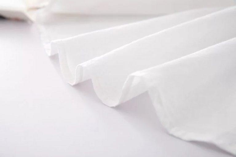 Camisa blanca de conejito y zanahoria 5