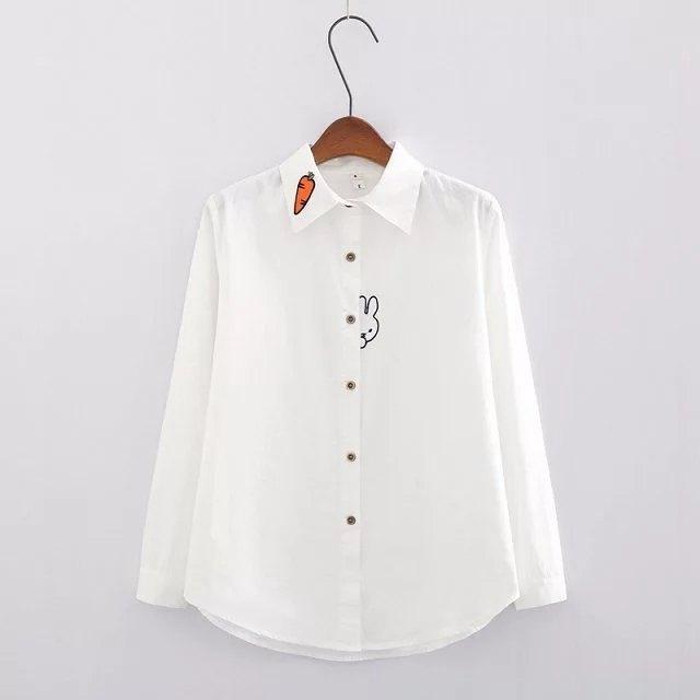 Camisa blanca de conejito y zanahoria 1