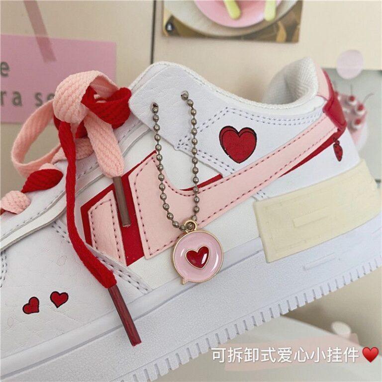 Zapatillas Reina de Corazones con cordones bicolor y colgante de corazón 2