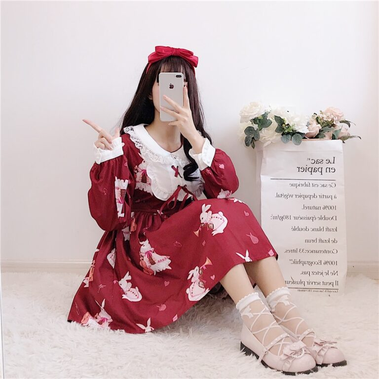 Vestido de lolita rojo con motivos de conejo 6