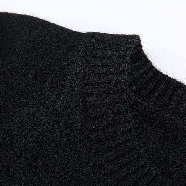 Sudadera corta negra con calaveras 11