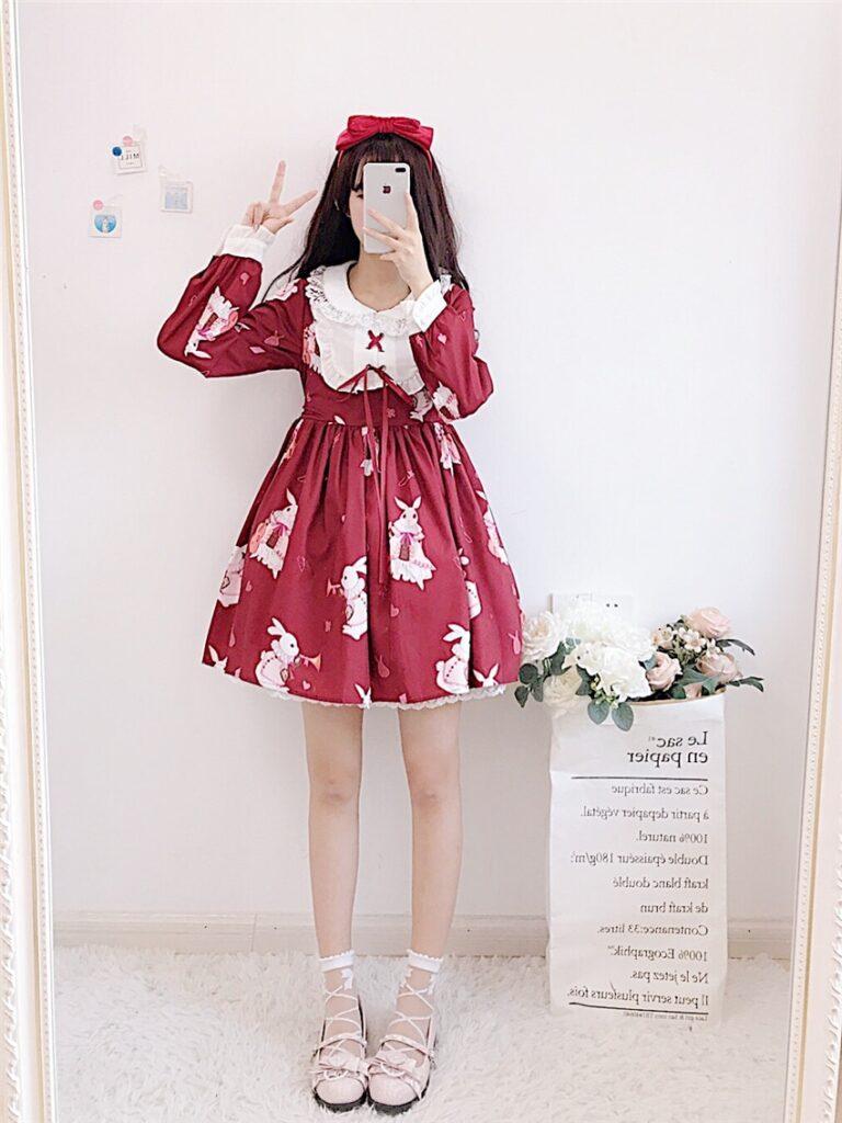 Vestido de lolita rojo con motivos de conejo 8