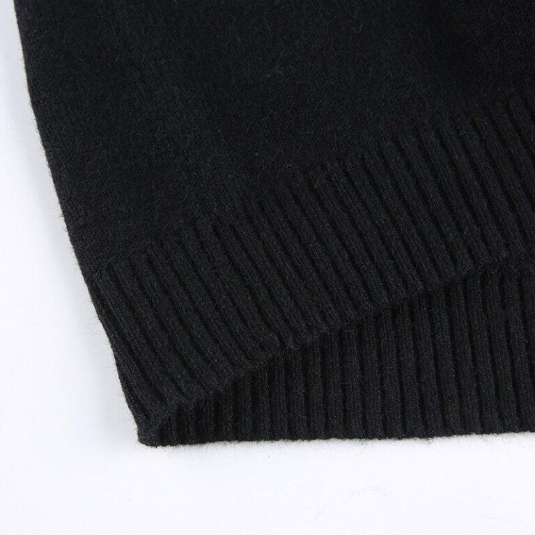 Sudadera corta negra con calaveras 13